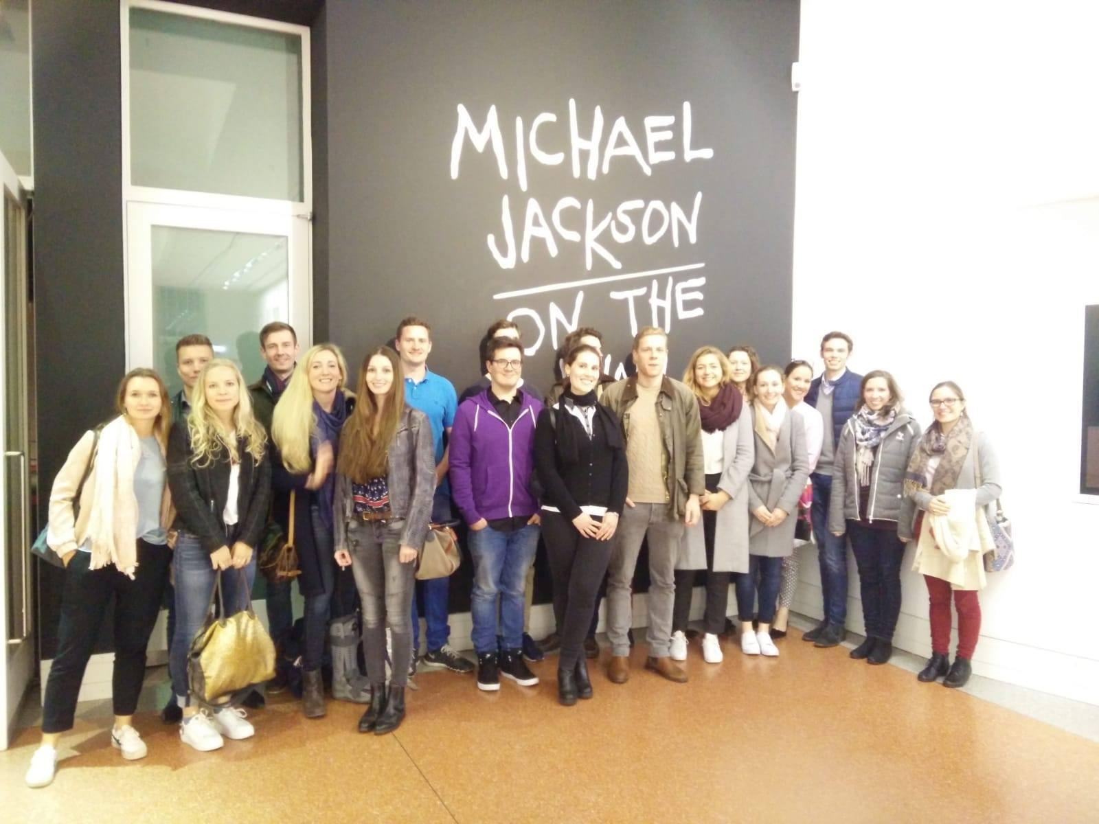 """Besuch der Ausstellung """"Michael Jackson: on the wall"""" in der Bundeskunsthalle"""